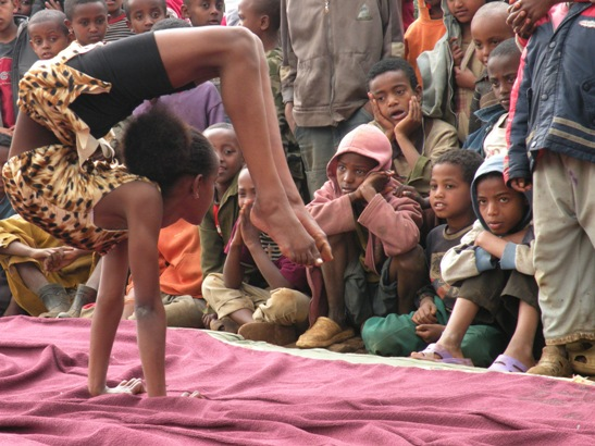 Circo del Buonumore. Dall'Etiopia arriva in Italia il Fekat Circus