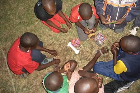 Parte il progetto di Circo Sociale in Kenya organizzato dalla Fondazione Uniti per Crescere Insieme